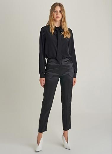 NGSTYLE Saten Yan Şerit Detaylı Pantolon Siyah